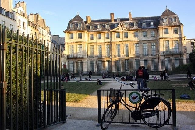 Paris Picnic - Picasso Museum - Jardin Leonor Fini