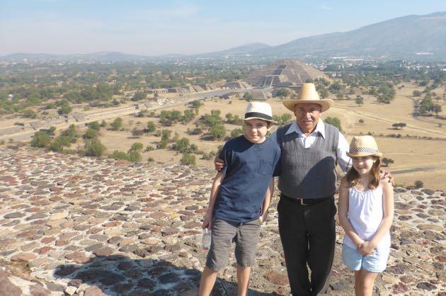 Visiting Teotihuacan Pyramids